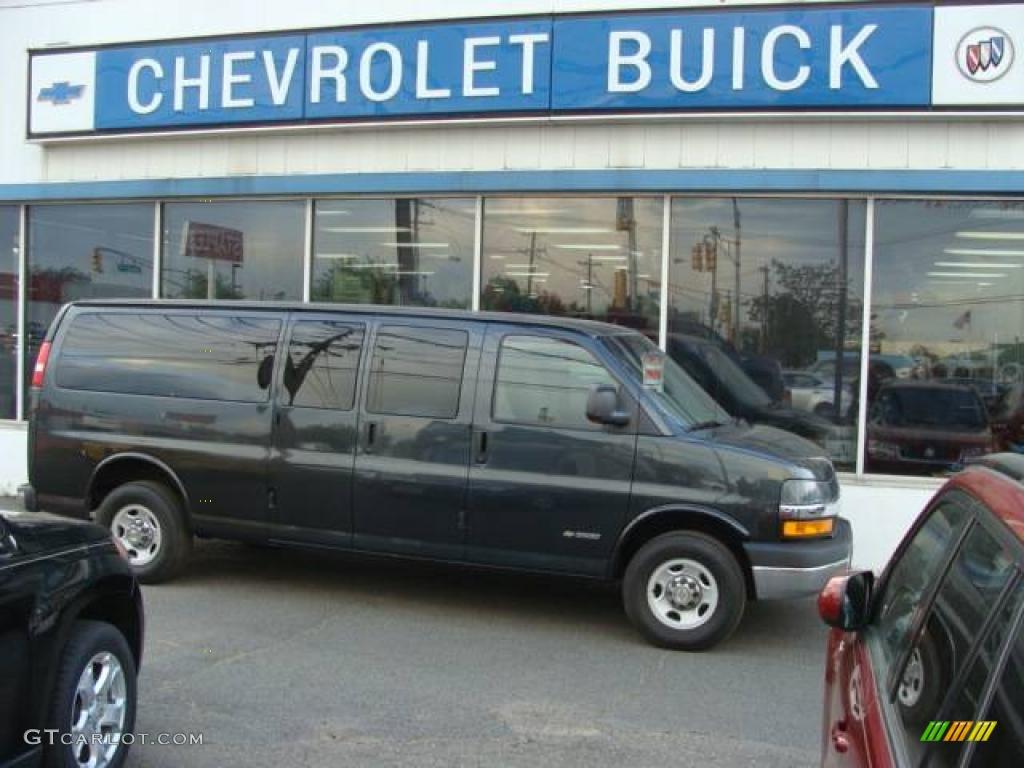 Dark Gray Metallic Chevrolet Express 3500 15 Penger Van