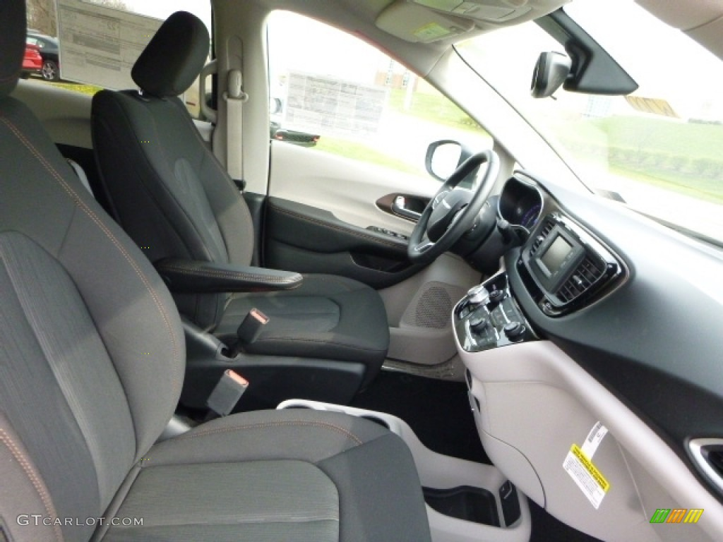 black alloy interior 2017 chrysler pacifica lx photo 112453978. Black Bedroom Furniture Sets. Home Design Ideas