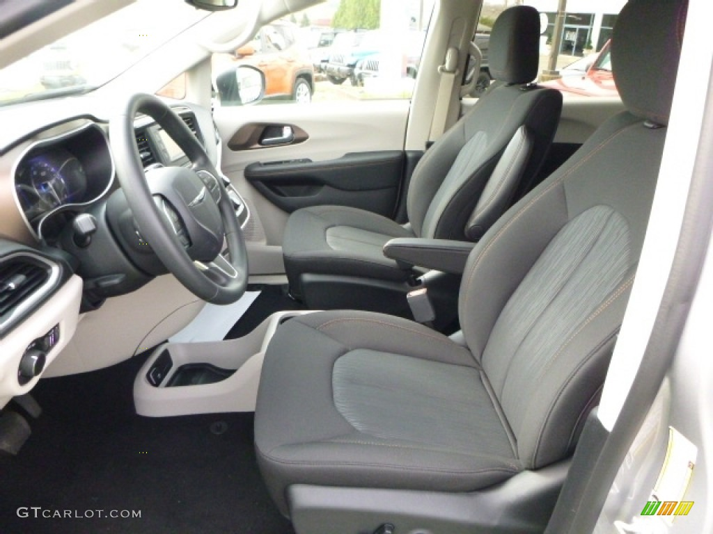 black alloy interior 2017 chrysler pacifica lx photo 112454054. Black Bedroom Furniture Sets. Home Design Ideas