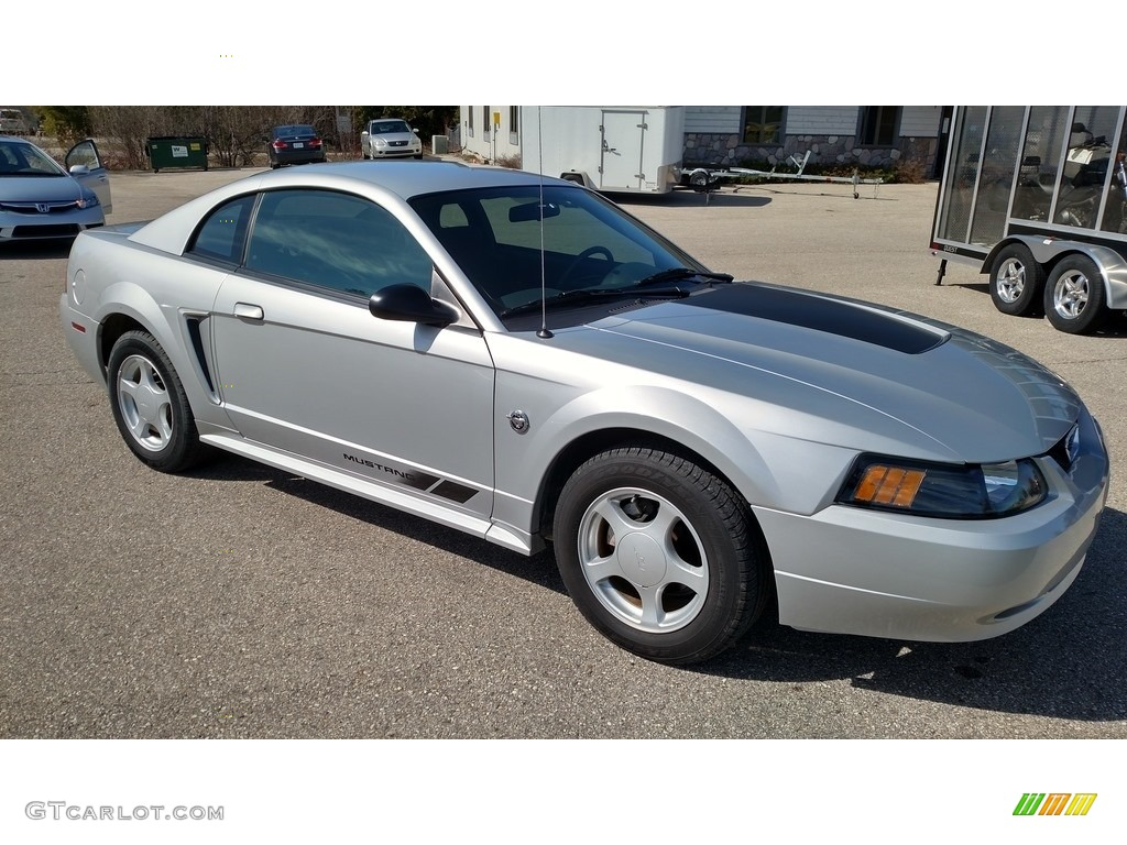 2004 Mustang V6 Coupe - Silver Metallic / Dark Charcoal photo #1