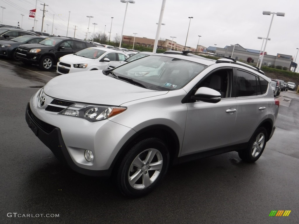 2013 classic silver metallic toyota rav4 xle awd. Black Bedroom Furniture Sets. Home Design Ideas