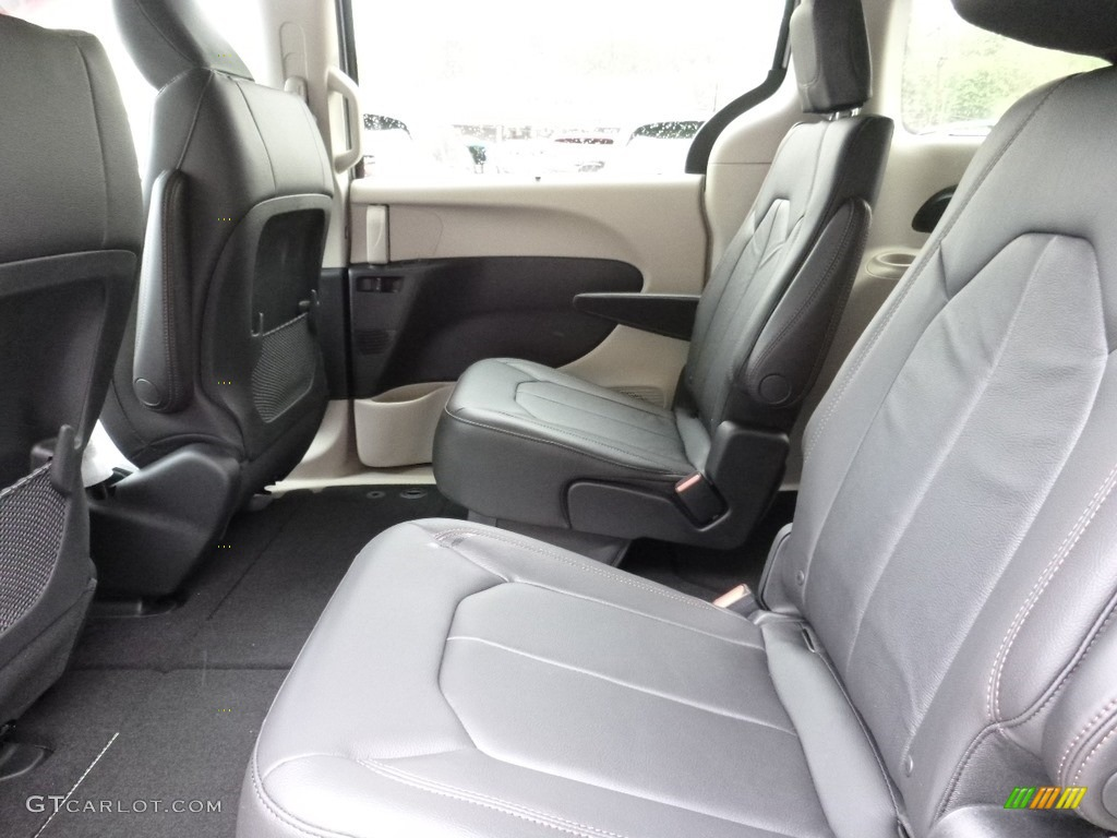 black alloy interior 2017 chrysler pacifica touring l photo 112844261. Black Bedroom Furniture Sets. Home Design Ideas