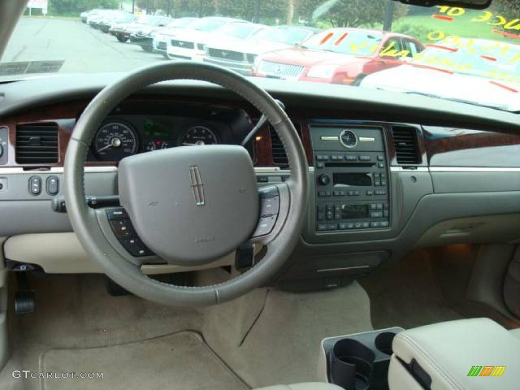 2006 vibrant white lincoln town car signature 11261583 photo 10 car color. Black Bedroom Furniture Sets. Home Design Ideas