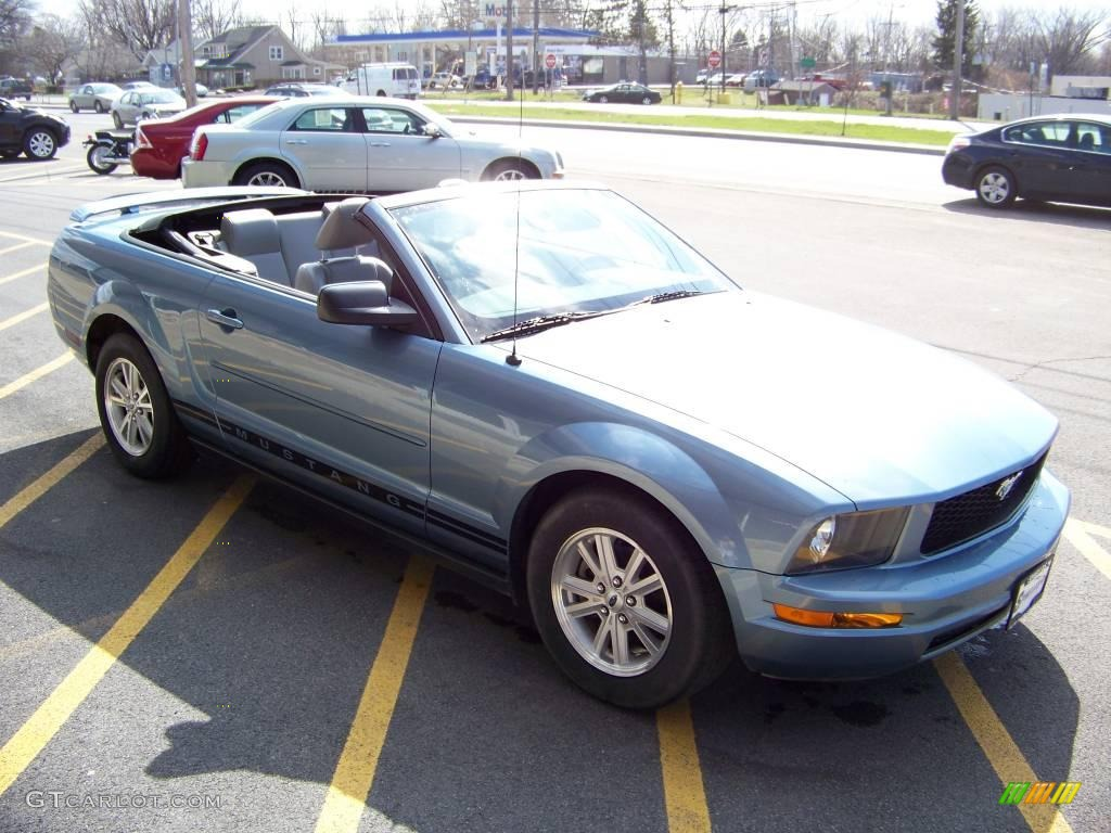 2006 Mustang V6 Premium Convertible - Windveil Blue Metallic / Light Graphite photo #3