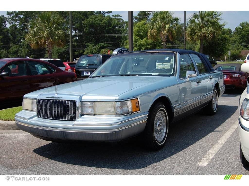 1993 crystal blue frost pearl lincoln town car signature 11352609 photo 2 car. Black Bedroom Furniture Sets. Home Design Ideas