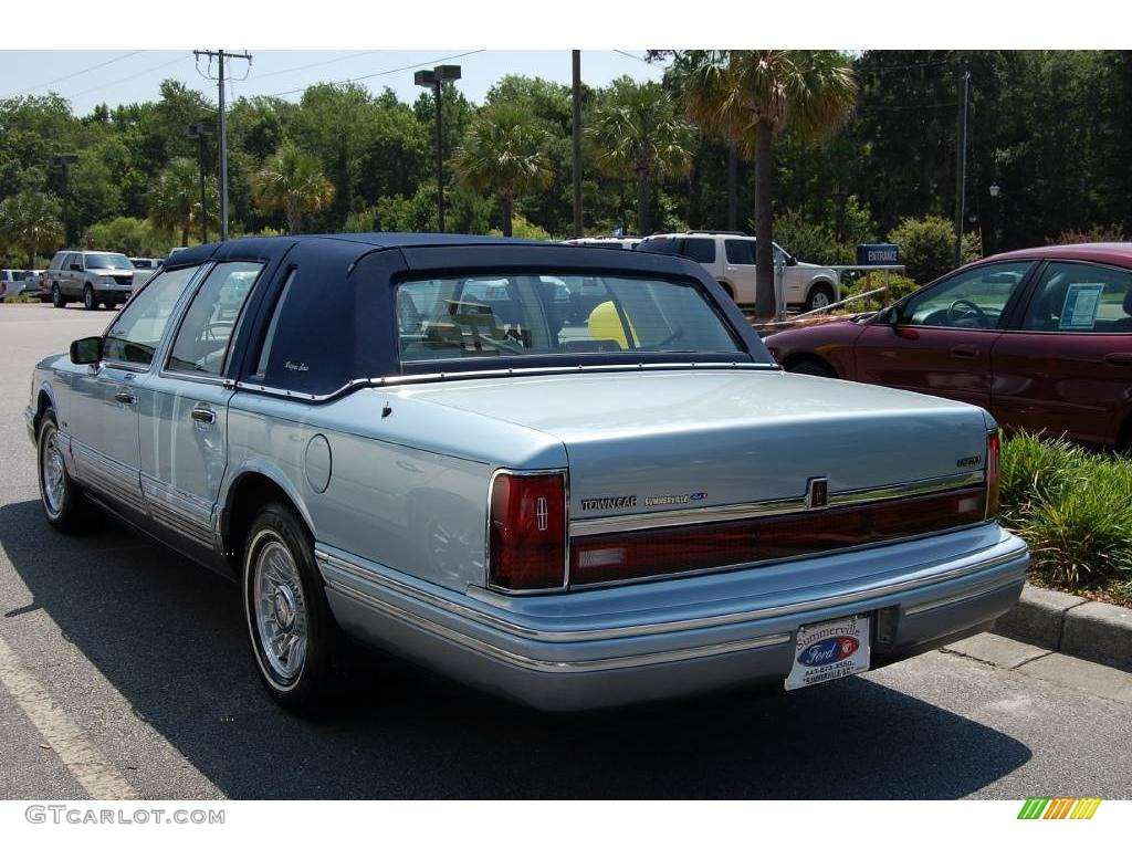 1993 crystal blue frost pearl lincoln town car signature 11352609 photo 3 car. Black Bedroom Furniture Sets. Home Design Ideas