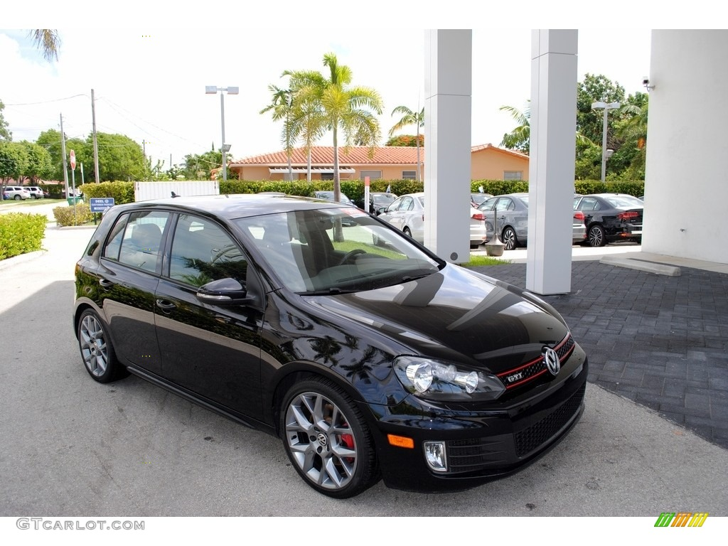 2013 deep black pearl metallic volkswagen gti 4 door wolfsburg edition 114243213 photo 18. Black Bedroom Furniture Sets. Home Design Ideas