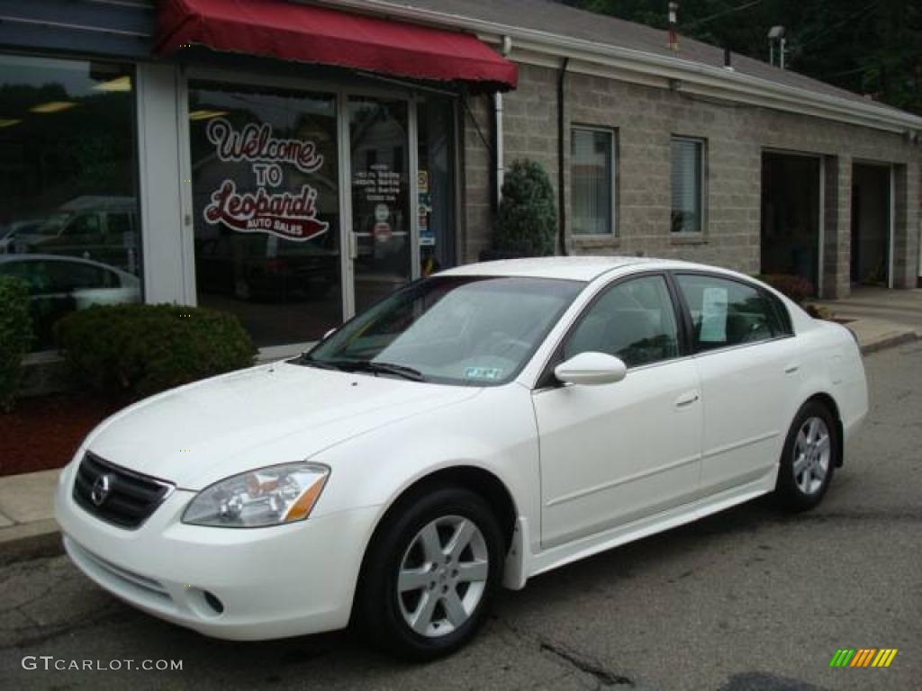 Cloud White Nissan Altima
