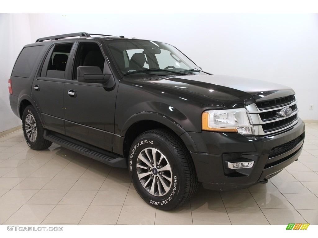 2015 tuxedo black metallic ford expedition xlt 4x4 116806312 photo 11 car. Black Bedroom Furniture Sets. Home Design Ideas