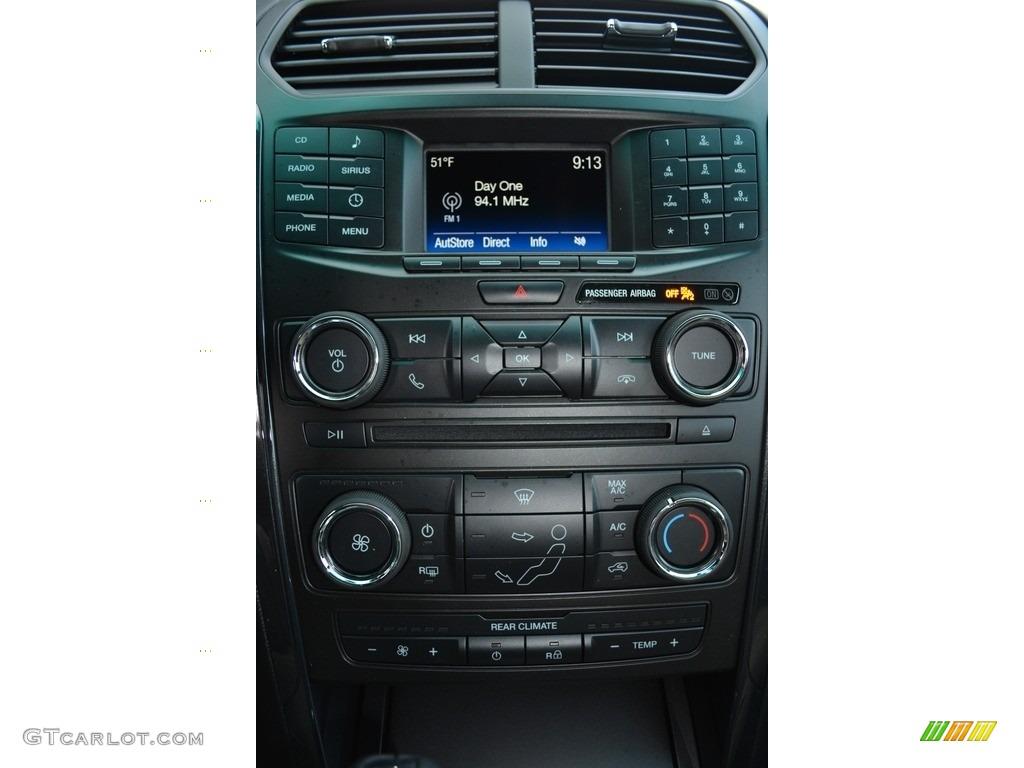 2017 Ford Explorer FWD Controls Photo #117179016