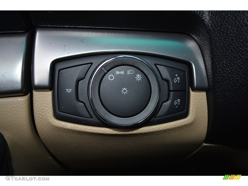 2017 Ford Explorer FWD Controls Photo #117179157
