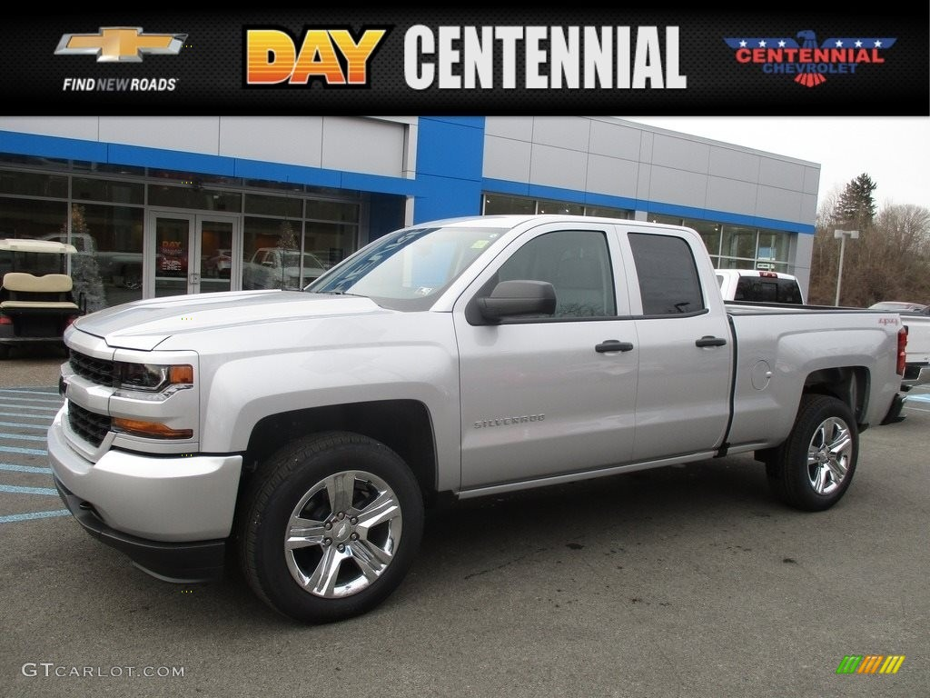 2017 silver ice metallic chevrolet silverado 1500 custom double cab 4x4 117680093 gtcarlot. Black Bedroom Furniture Sets. Home Design Ideas