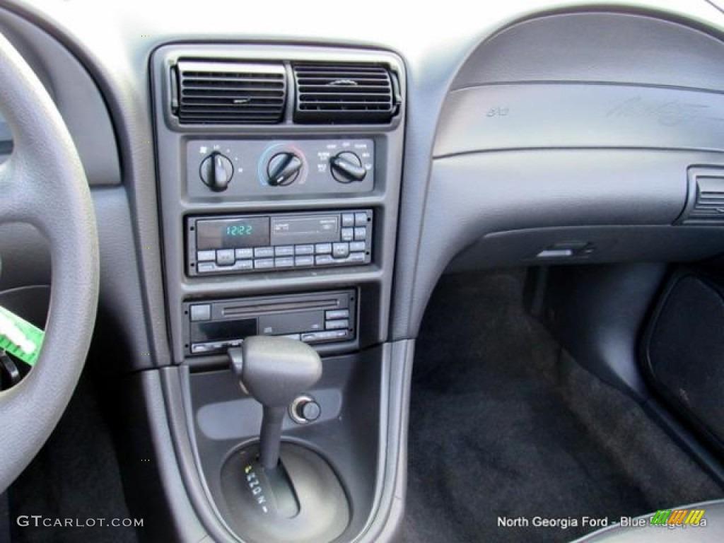 2000 Mustang V6 Convertible - Silver Metallic / Dark Charcoal photo #16