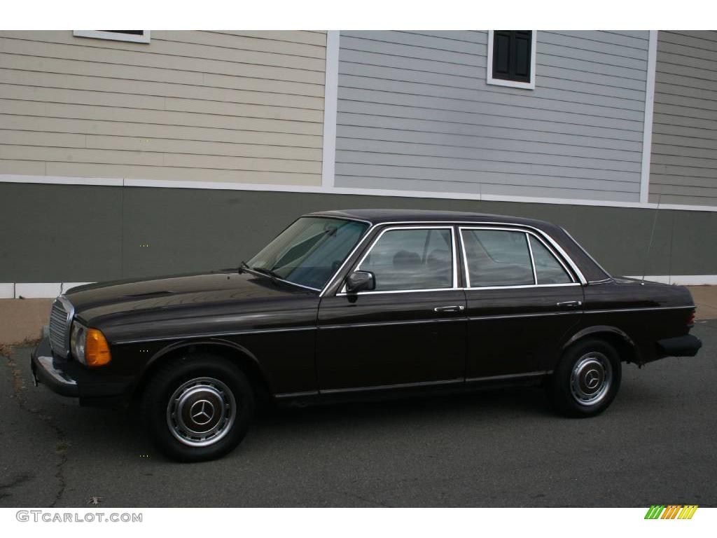 1981 dark brown mercedes benz e class 240 d sedan for Brown mercedes benz