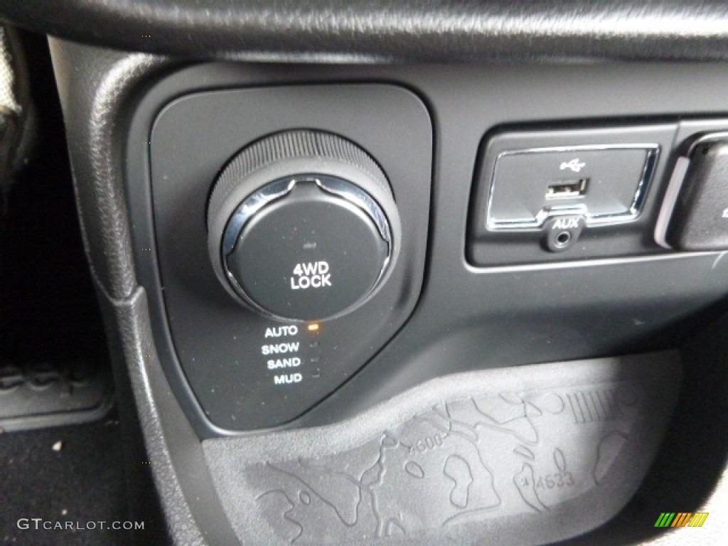 2017 Jeep Renegade Sport 4x4 Controls Photo #118143117