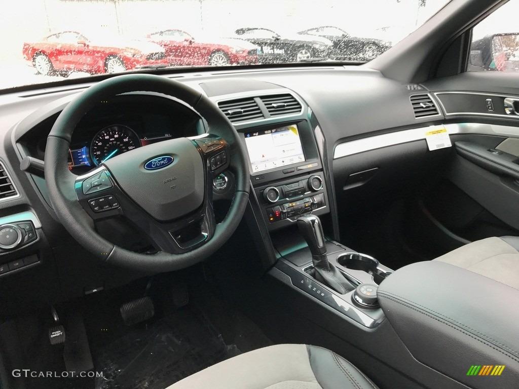2017 Ford Explorer XLT 4WD Dashboard Photos