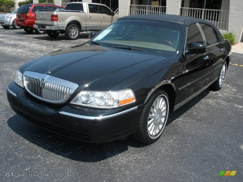 on 2000 Lincoln Town Car Black