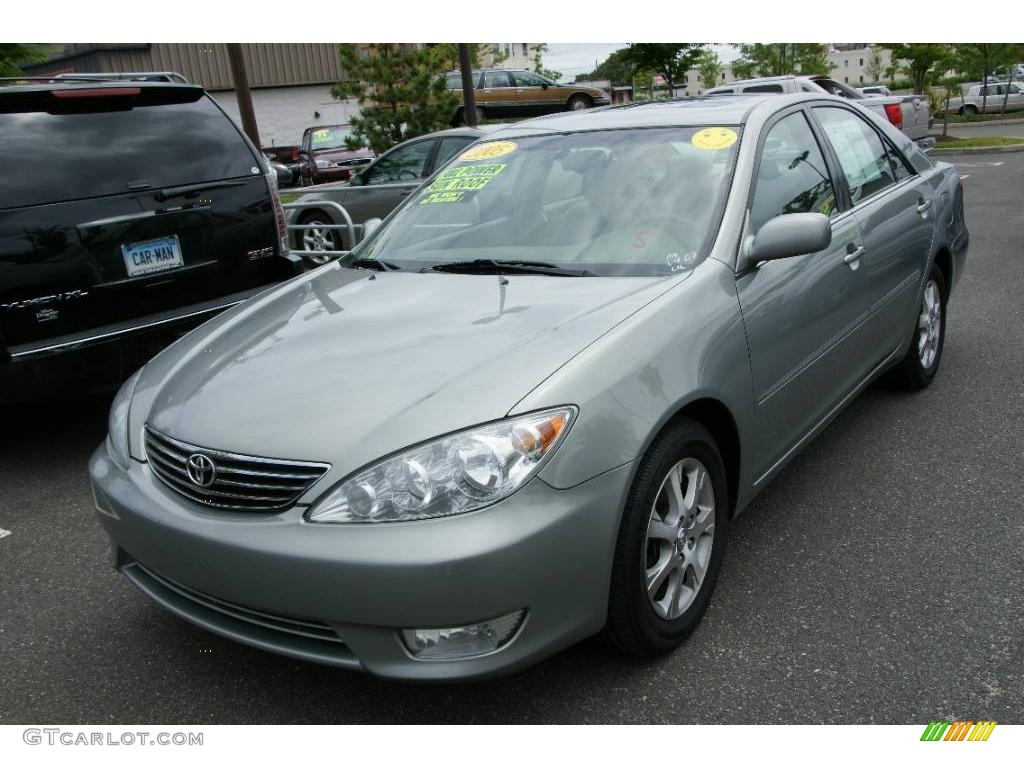 2005 Mineral Green Opalescent Toyota Camry Xle V6