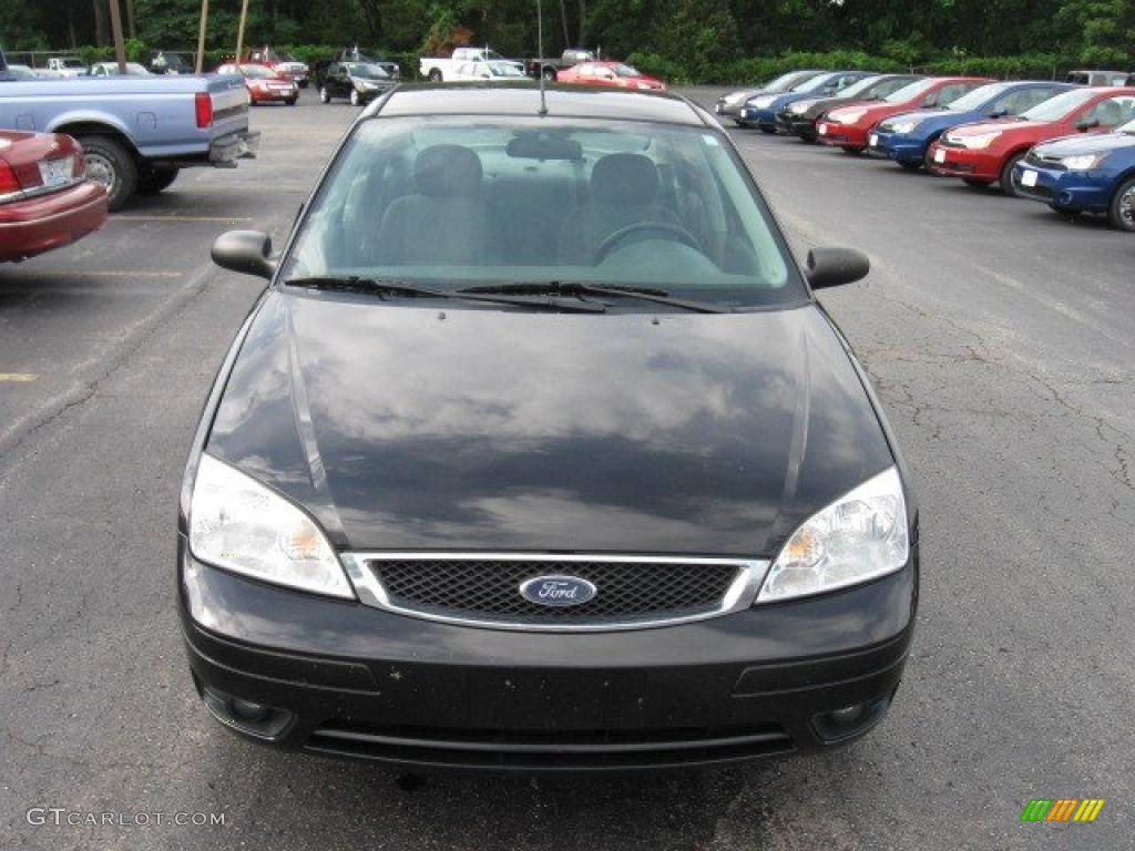 2005 Focus ZX4 SE Sedan - Pitch Black / Dark Flint/Light Flint photo #3