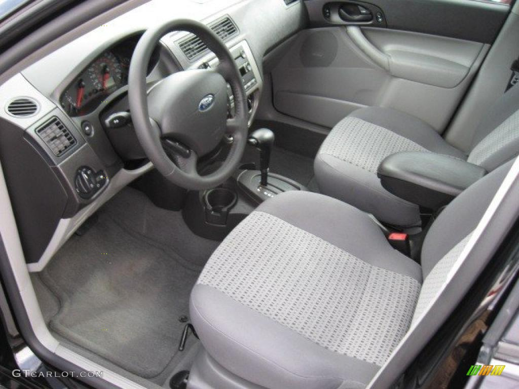 2005 Focus ZX4 SE Sedan - Pitch Black / Dark Flint/Light Flint photo #8