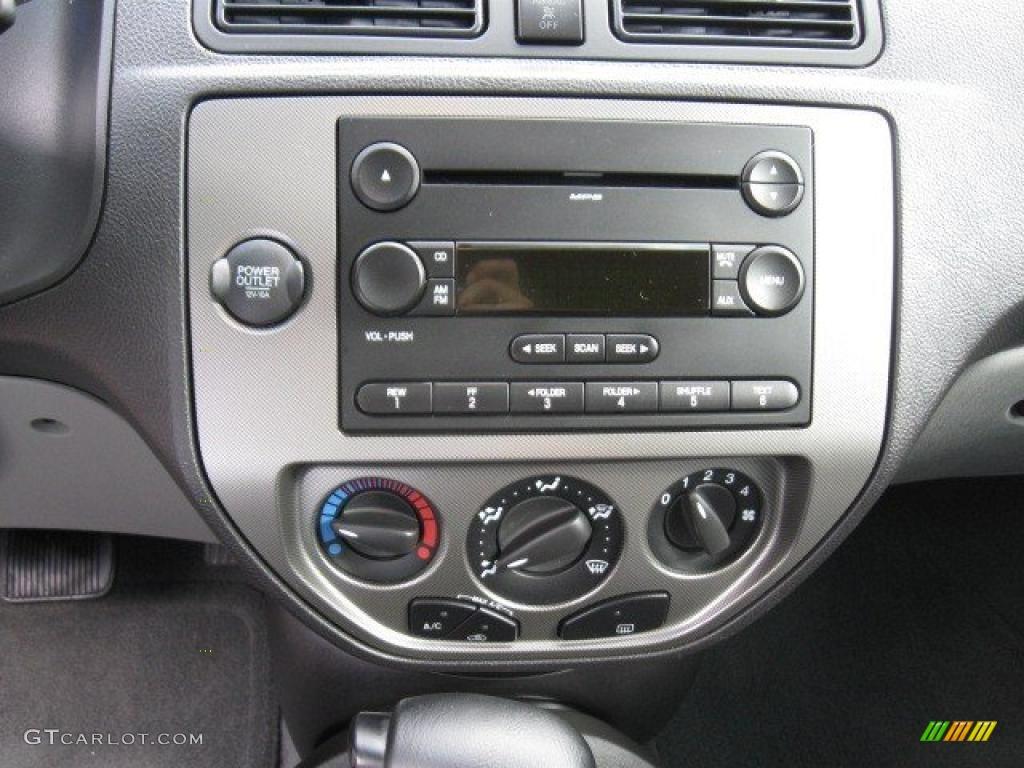 2005 Focus ZX4 SE Sedan - Pitch Black / Dark Flint/Light Flint photo #10