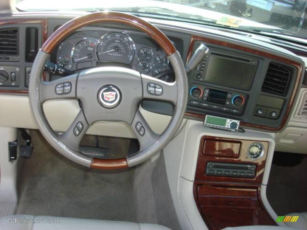 2006 white diamond cadillac escalade 1152511 photo 17 car color galleries for 2006 cadillac escalade interior