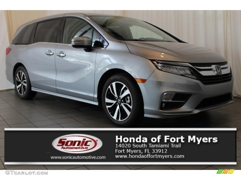 2018 lunar silver metallic honda odyssey elite 121734711 car color galleries for Honda odyssey 2018 mocha interior