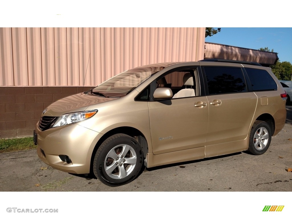 2012 Sienna LE - Sandy Beach Metallic / Light Gray photo #8