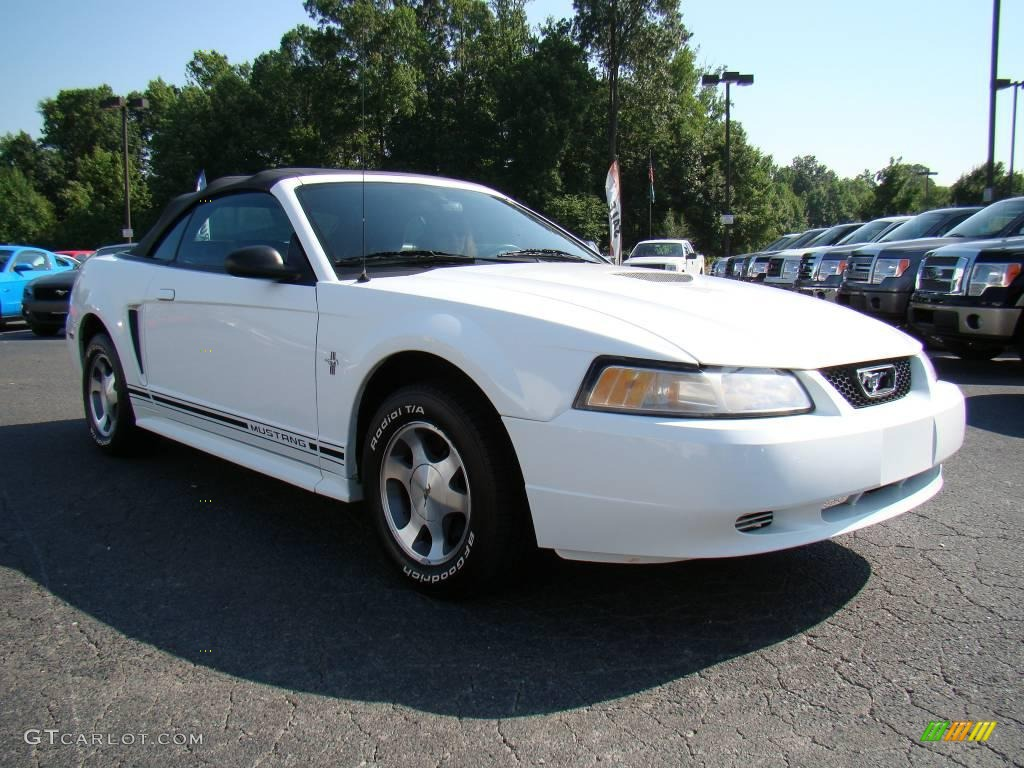 2000 Crystal White Ford Mustang V6 Convertible 12348989