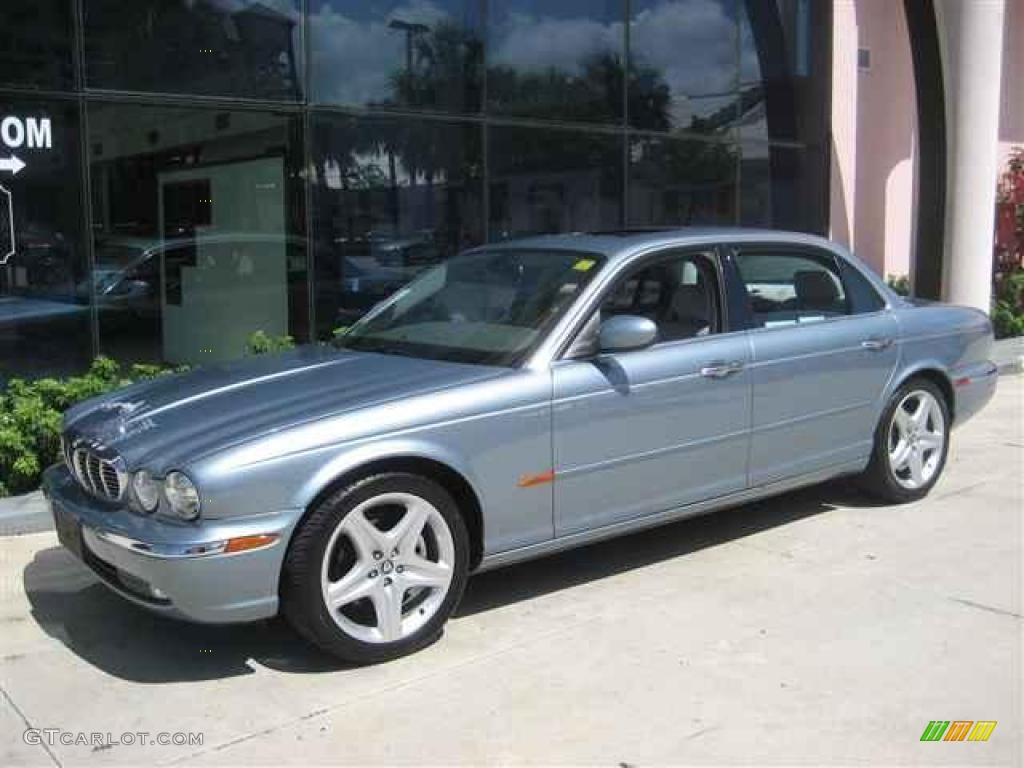 Zircon Metallic Jaguar XJ