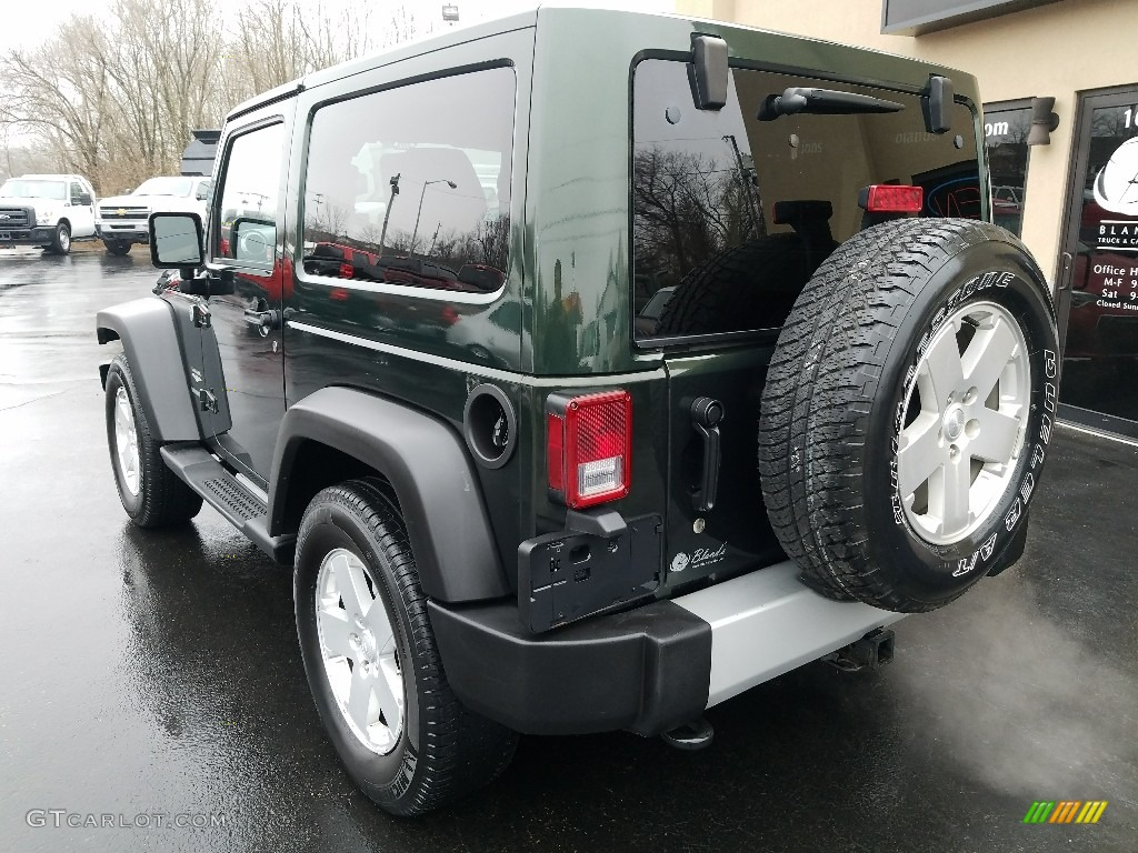 2011 Wrangler Sahara 4x4 - Natural Green Pearl / Black/Dark Saddle photo #3