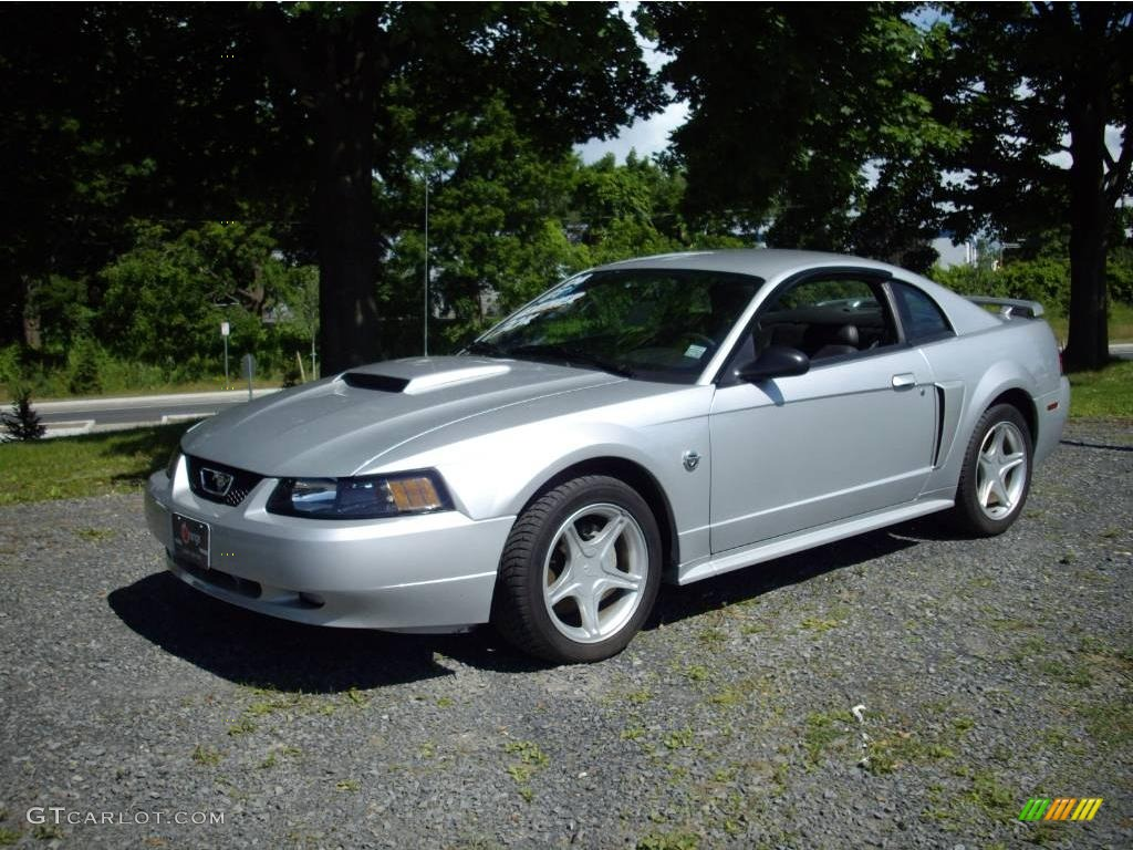 Silver metallic ford mustang ford mustang gt coupe