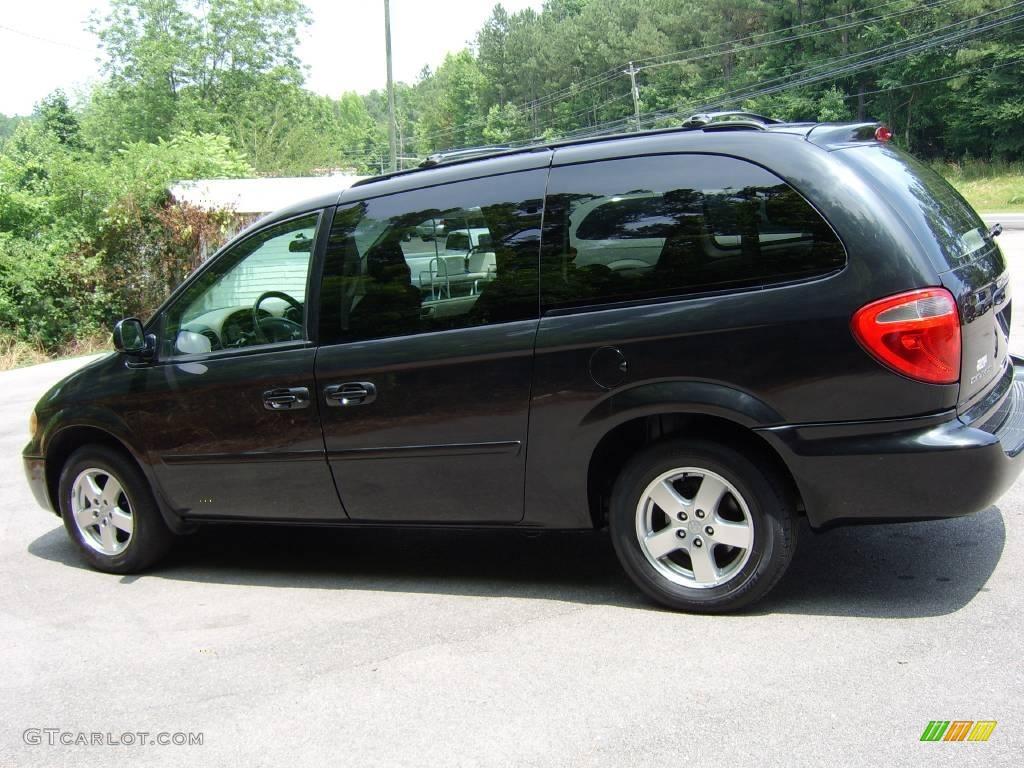 2006 brilliant black crystal pearl dodge grand caravan sxt 12635038 car color. Black Bedroom Furniture Sets. Home Design Ideas