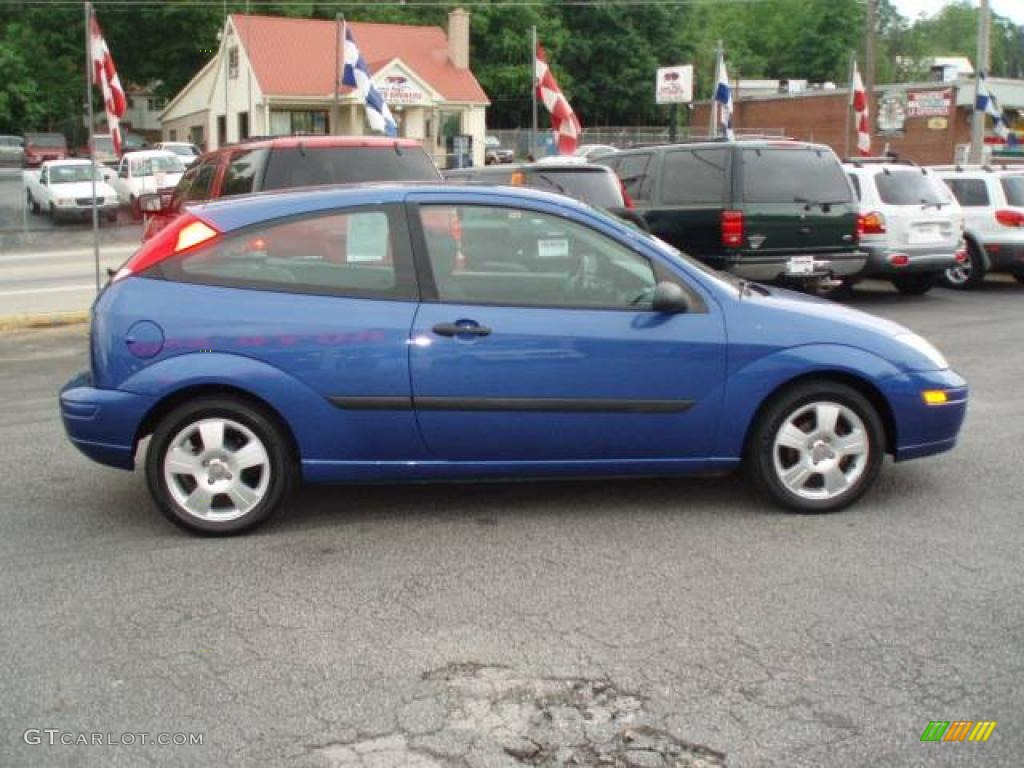 2003 sonic blue metallic ford focus zx3 coupe 12683917. Black Bedroom Furniture Sets. Home Design Ideas