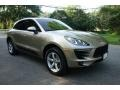 Front 3/4 View of 2018 Macan
