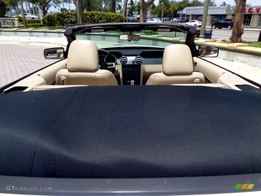 2007 Mustang V6 Premium Convertible - Performance White / Medium Parchment photo #24