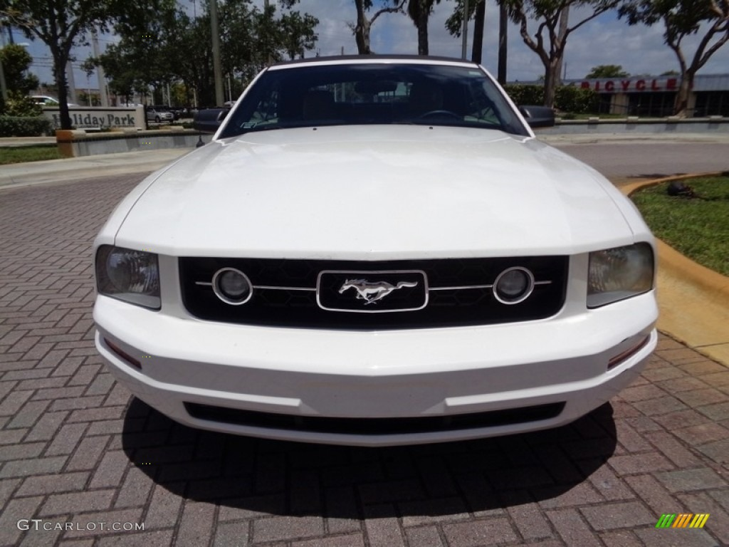 2007 Mustang V6 Premium Convertible - Performance White / Medium Parchment photo #48