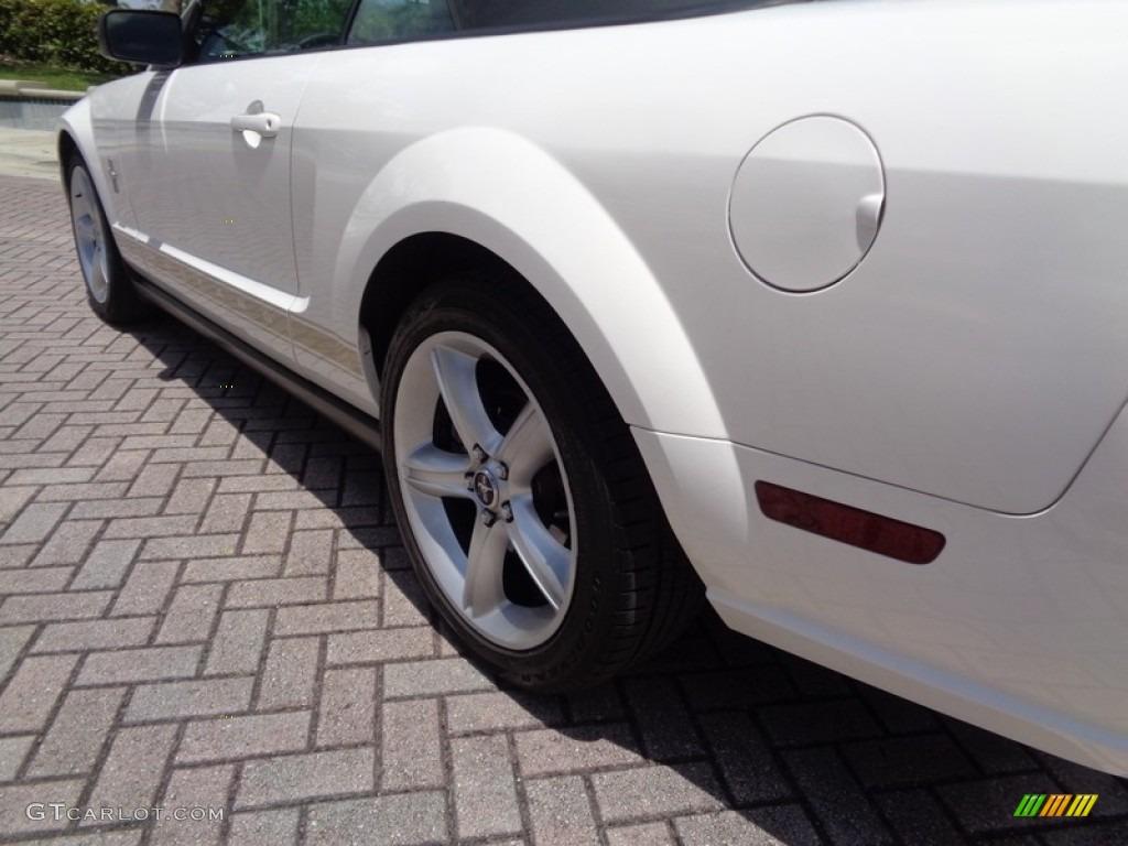 2007 Mustang V6 Premium Convertible - Performance White / Medium Parchment photo #58