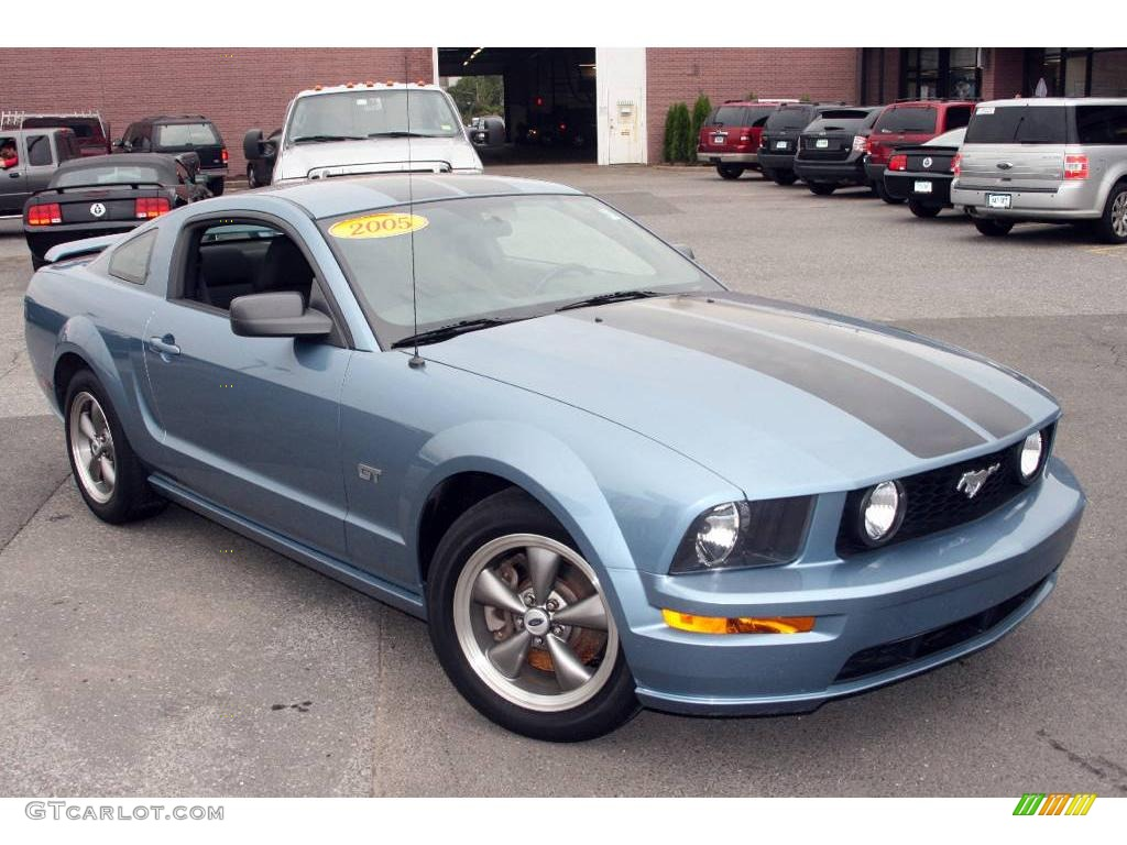 2005 Windveil Blue Metallic Ford Mustang Gt Deluxe Coupe