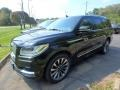 Front 3/4 View of 2018 Navigator Select 4x4