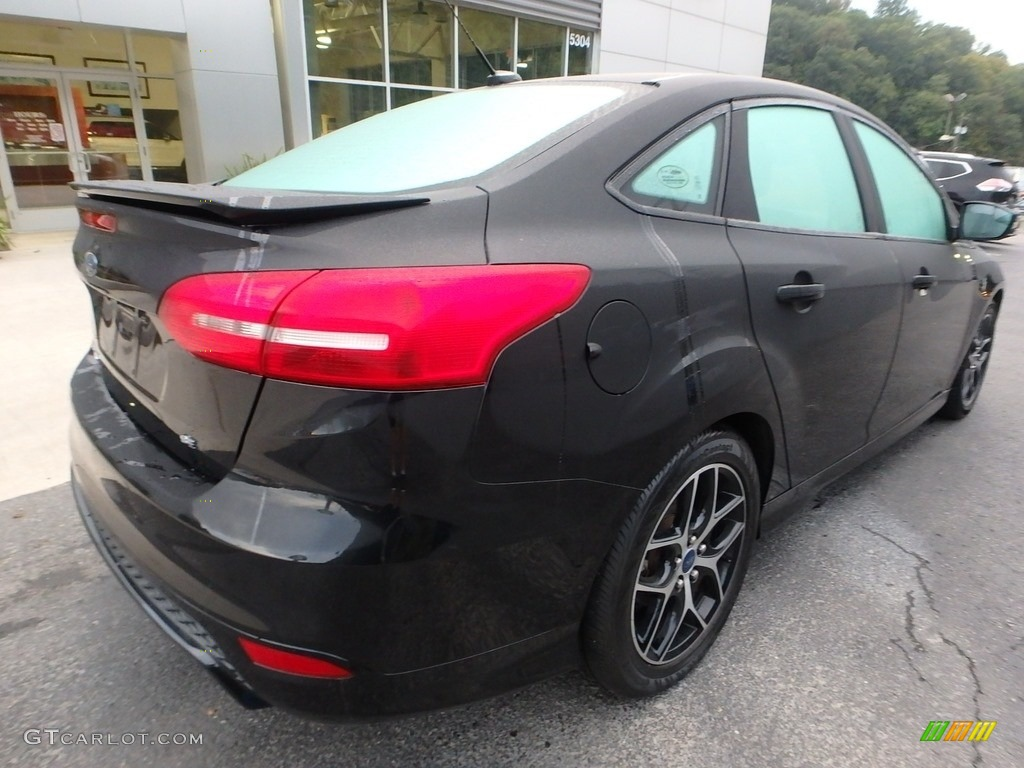 2015 Focus SE Sedan - Tuxedo Black Metallic / Charcoal Black photo #2