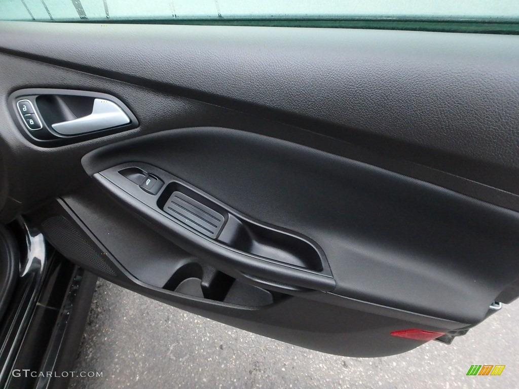 2015 Focus SE Sedan - Tuxedo Black Metallic / Charcoal Black photo #12