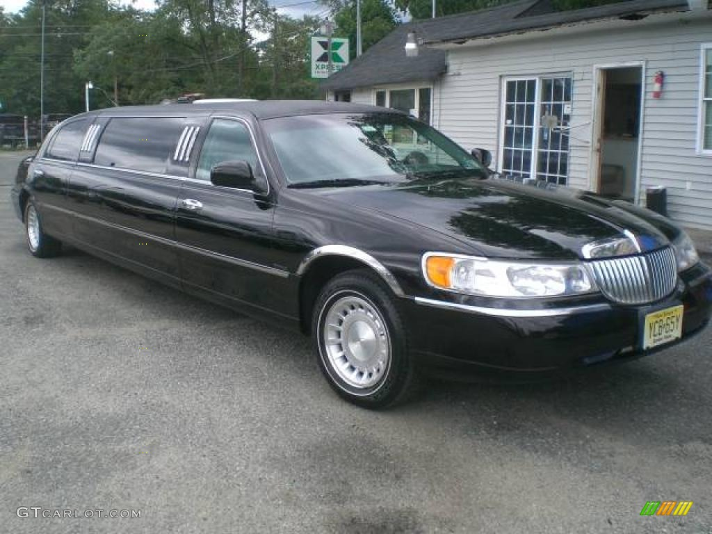 2000 Black Lincoln Town Car Executive Limousine 12956390