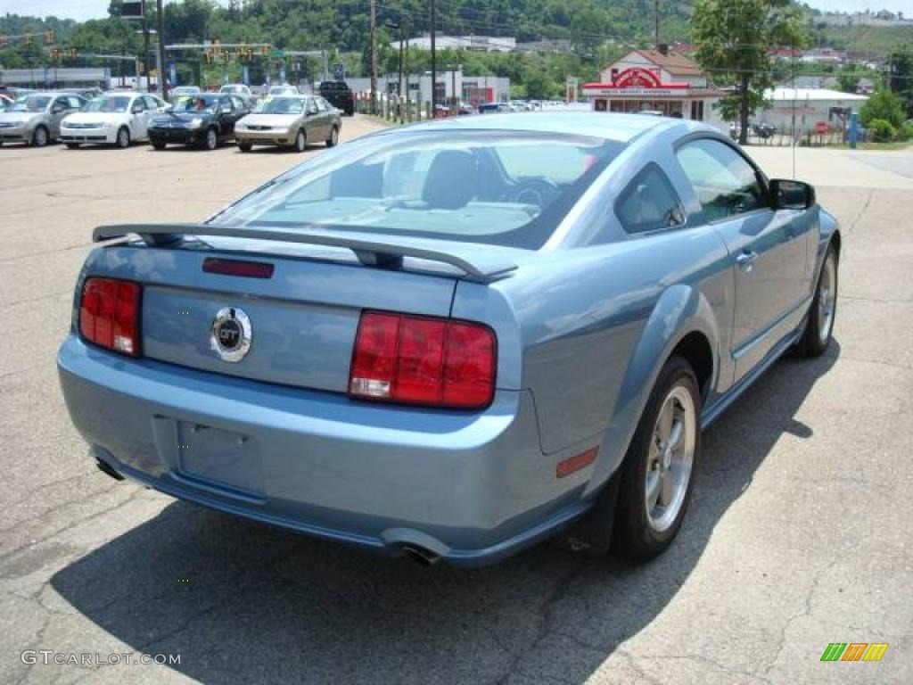 2006 Mustang GT Premium Coupe - Windveil Blue Metallic / Light Graphite photo #4