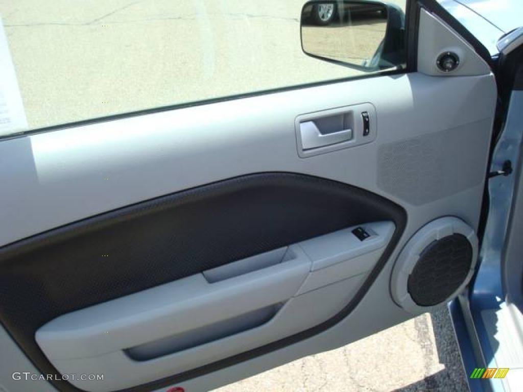 2006 Mustang GT Premium Coupe - Windveil Blue Metallic / Light Graphite photo #12