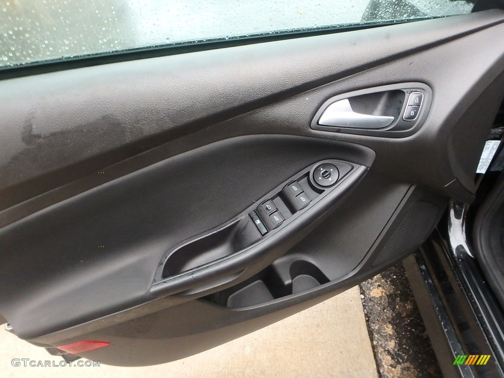 2015 Focus SE Hatchback - Tuxedo Black Metallic / Charcoal Black photo #19