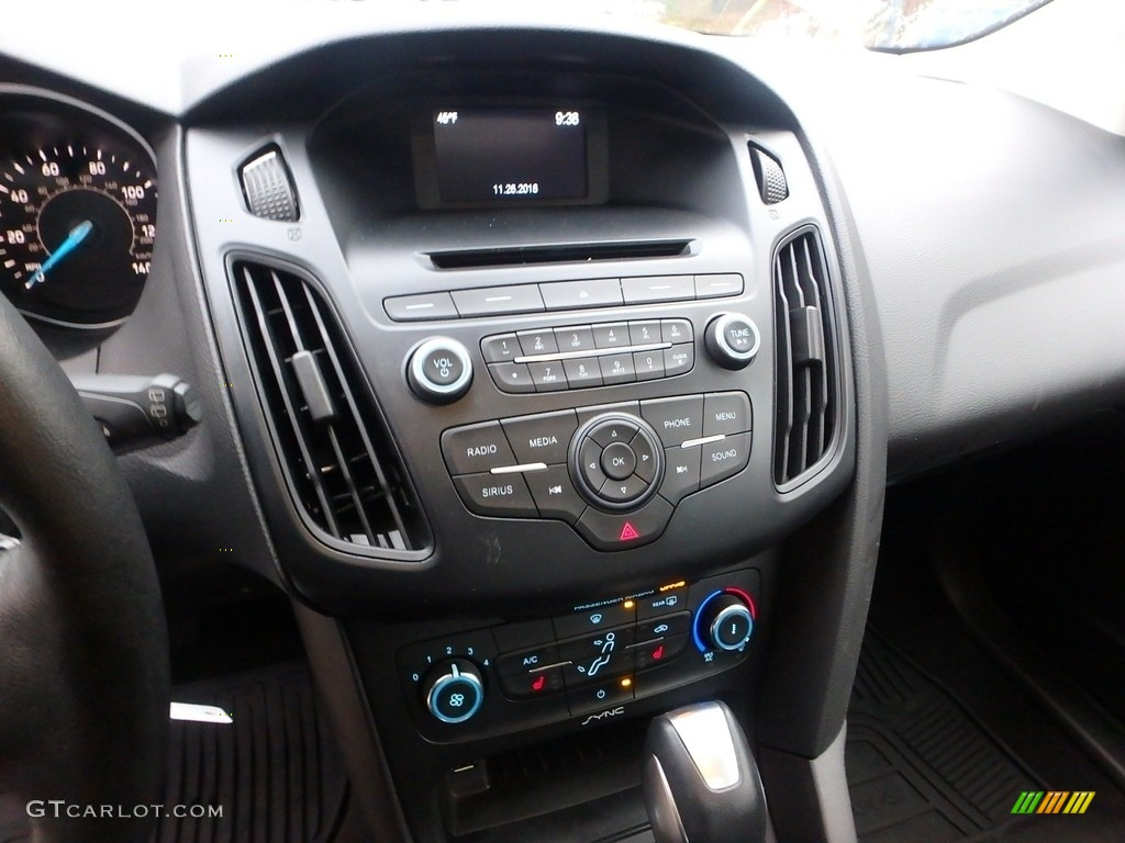 2015 Focus SE Hatchback - Tuxedo Black Metallic / Charcoal Black photo #22