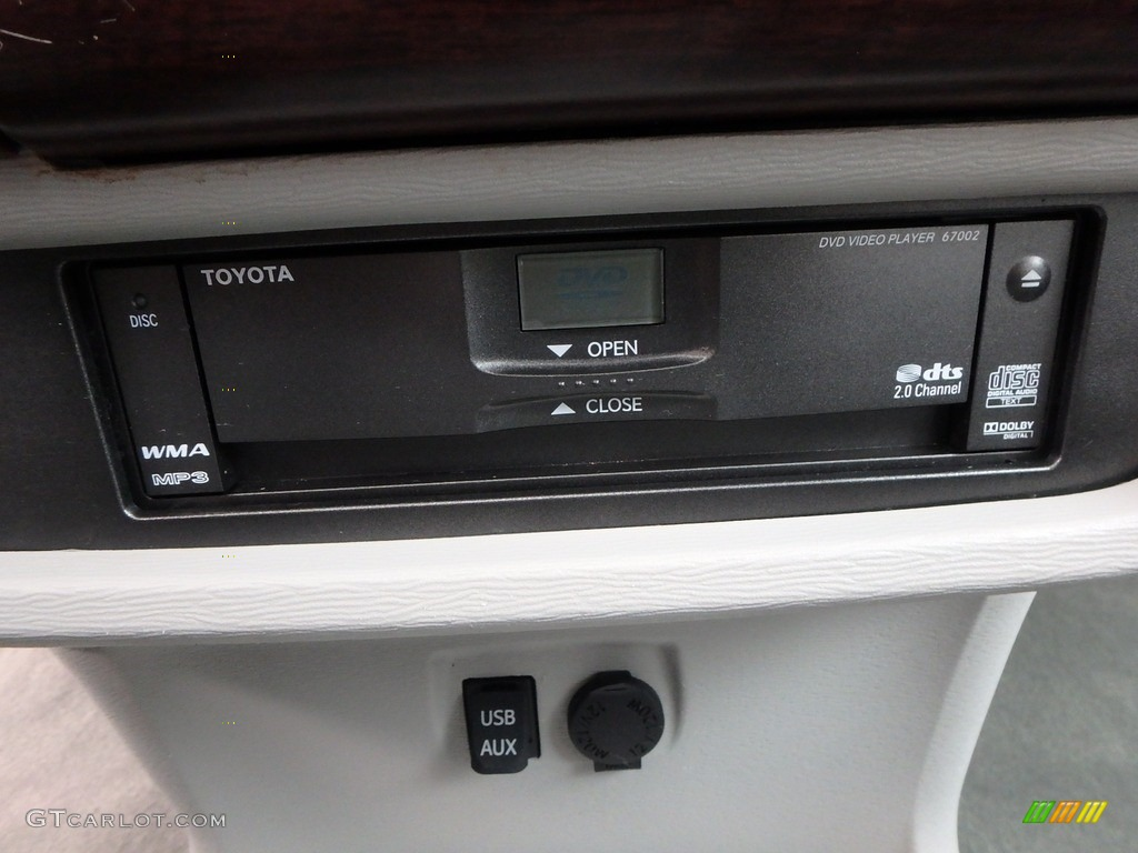 2011 Sienna XLE AWD - Predawn Gray Mica / Light Gray photo #24