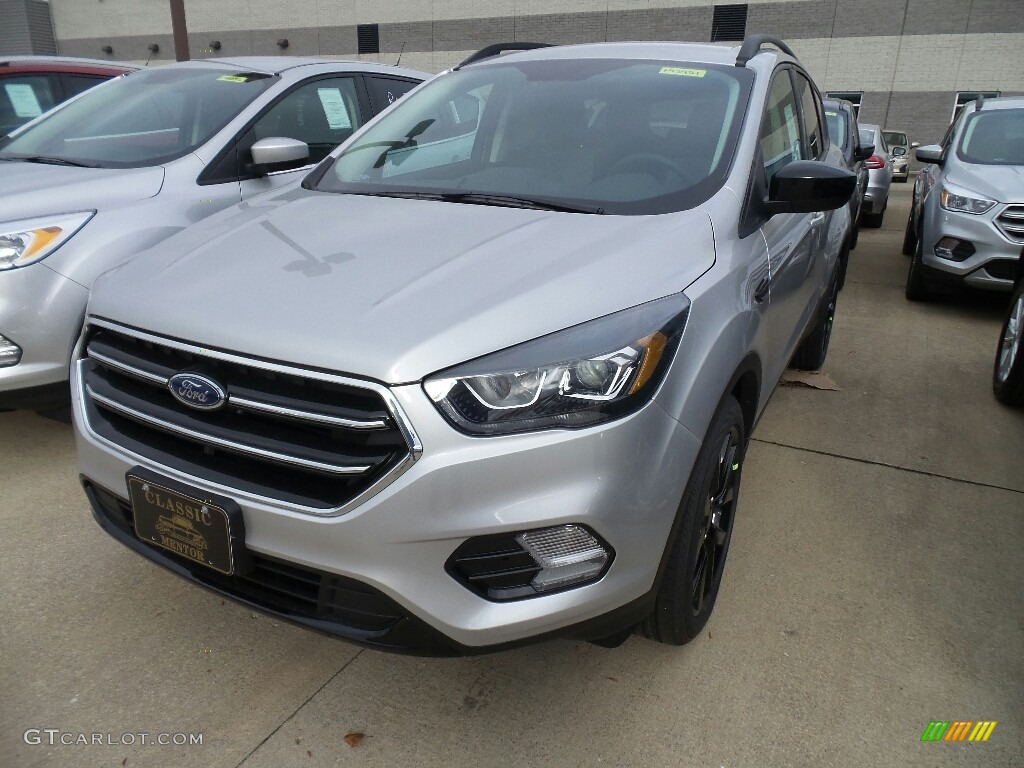 2019 Escape SE 4WD - Ingot Silver / Chromite Gray/Charcoal Black photo #1