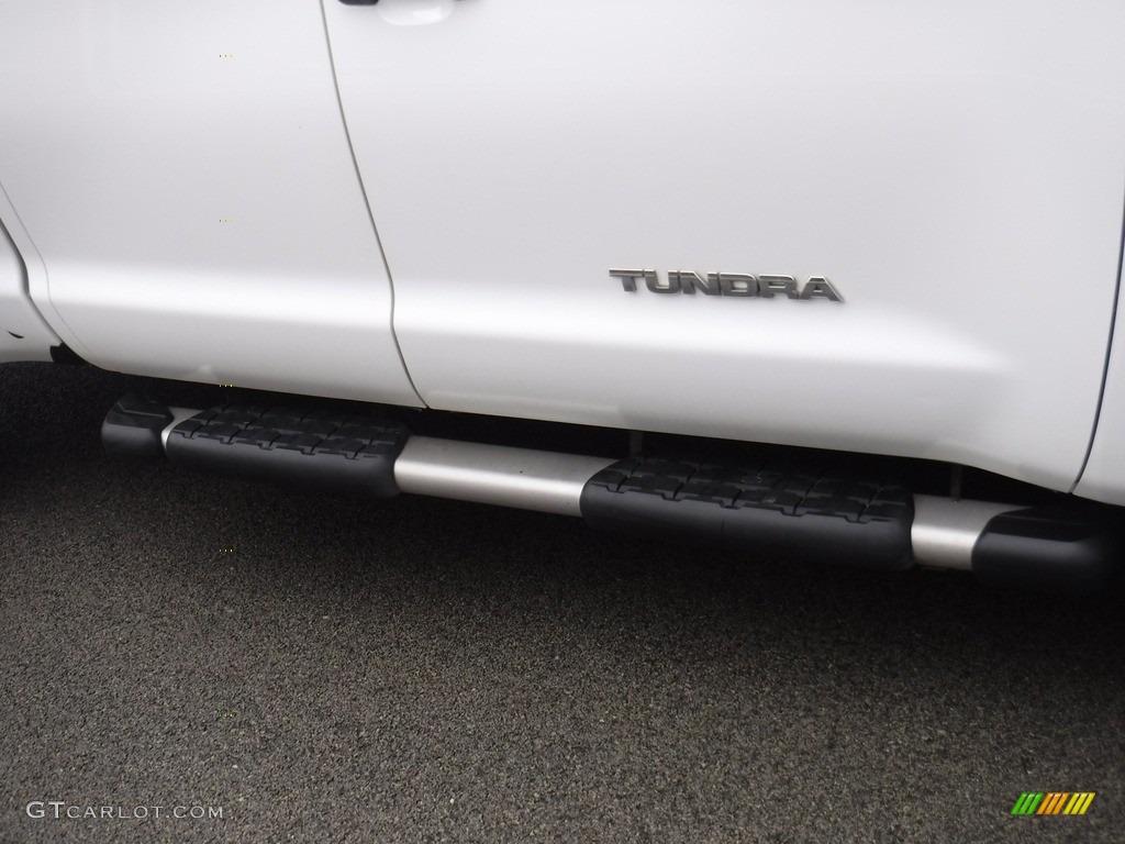 2011 Tundra SR5 Double Cab 4x4 - Super White / Graphite Gray photo #3